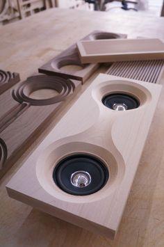 Speaker - Front pannel 3B 1113086 추연우 : 나무재질의 전자제품은 아이러니하면서도 굉장히 매력적인 제품이다. 인테리어적으로도 유용하다고 생각한다.