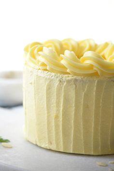 El mejor Layer Cake de vainilla que jamás hornear!  Esto es tan bueno estoy seriamente thinkign acerca de su uso como mi pastel de bodas.  Húmeda, llena de sabor y de gran a las heladas!  Este es en verdad el mejor receta de la torta de capa de vainilla nunca !!