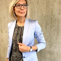 From green to blue. The sky's grey in Copenhagen today so I'll just cheat the weather a little bit with my blue blazer