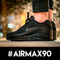 No hace falta decir que el modelo #airmax de #nike es uno de nuestros esenciales . Pásate por nuestra tienda o visita la Shop on-line y echa un vistazo a la que este modelo puede ofrecerte.  http://www.capsulesneakers.com/zapatillas/nike/nike-air-max-90-mesh-56884.html