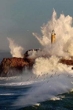 The most amazing lighthouse photographs Lighthouse Lighting, Lighthouse Pictures, Scenic Photography, Nature Photography, Night Photography, Landscape Photography, Sea Storm, Stormy Sea, Water Tower