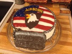 This Airborne cake would be a great grooms cake! This same tutorial could be used for any branch!