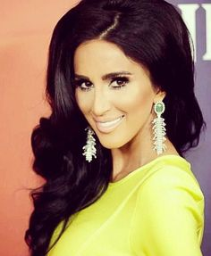 She's so beautiful! Love her hair and makeup <3
