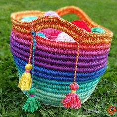 Baskets and bags made by crocheting over rope! There is a free picture tutorial and pattern!!