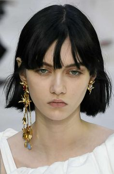 Valentino Spring 2020 Ready-to-Wear Collection 2020 jewelry Popular Hairstyles, Bob Hairstyles, Hair Inspo, Hair Inspiration, Valentino, Katherine Mcnamara, Hair Reference, Interesting Faces, Pretty People
