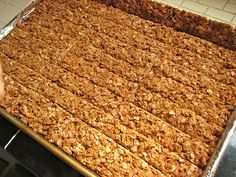 Delectably Mine: Crunchy Granola Bars I ended up toasting the oats with Apple pie spice and I added some apple pie spice to the honey mixture to make cinnamon apple granola. Nature Valley Granola, Homemade Granola Bars, Crunchy Granola Bar Recipe, Healthy Granola Bars, Muesli Bars, Easy Food To Make, Sweet Recipes, Healthy Snacks, Sweet Tooth