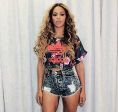 Adidas Tshirt. Urban Fashion. Urban Outfit. Hip Hop Fashion. Summer Swag. Beyonce Style. omg where can i find this ?