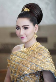 People Of The World, Stunningly Beautiful, Cambodia, Costumes, Wedding Dresses, Lady, Bride Dresses, Bridal Gowns, Dress Up Clothes