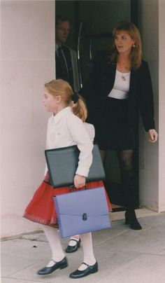 Sarah Duchess of York 1996....ESCORTING PRINCESS BEATRICE TO SCHOOL...............ccp