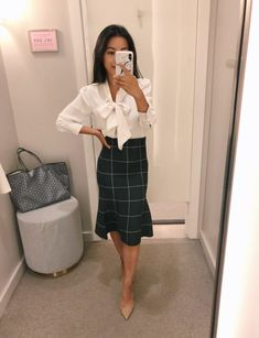 Fall petite workwear from Ann Taylor petites - petite work outfit ideas sweater skirt Source by - Stylish Work Outfits, Casual Work Outfits, Business Casual Outfits, Work Attire, Classy Outfits, Business Attire, Work Outfits Women Winter Office Style, Work Outfits Office, Office Uniform For Women