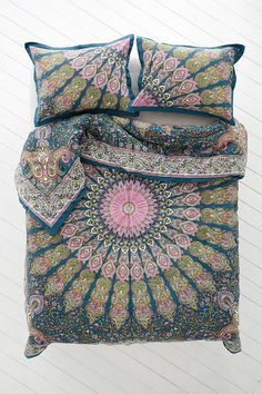 Plum & Bow Avani Medallion Comforter