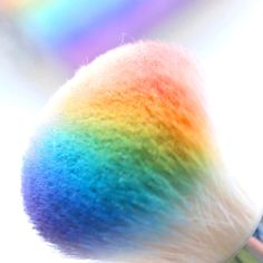 Take an old highlighter and make your own custom rainbow highlighter by using old eyeshadows. make up videos DIY Rainbow Highlighter Palette Beauty Make-up, Beauty Hacks, Beauty Tips, Beauty Care, Natural Beauty, Natural Makeup, Beauty Skin, Maquillage Normal, Makeup Hacks Videos
