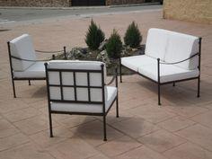 De Forja; Catálogo de productosConjunto de sofá modelo Cádiz    Dimensiones:    - 1.30 + 0.65 + 0.65 x 0.65    Tapicería desenfundable en loneta sanforizada color hueso.
