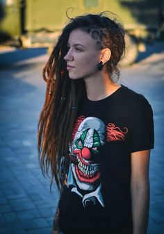 Beautiful girl pictures, with beads for dreads Dreads Styles, Dreadlock Hairstyles, Messy Hairstyles, Dreadlock Mohawk, Rasta Girl, Beautiful Dreadlocks, Chica Cool, Dreads Girl, Natural Hair Styles