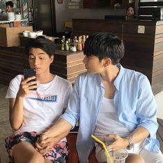Actors Funny, Bl Comics, Isak & Even, Drama Memes, Cute Gay Couples, E Type, Thai Drama, Poses, Funny Faces
