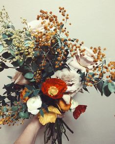 Gardening Autumn - Lovely With the arrival of rains and falling temperatures autumn is a perfect opportunity to make new plantations Bridal Bouquet Fall, Wedding Bouquets, Wedding Flowers, Bouquet Flowers, Hair Flowers, Poppy Bouquet, Floral Flowers, Wedding Colors, Pretty Flowers