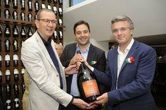 Officine GourmetGiulia Cannada Bartoli: Ortona, 19.7 2014,L'ASSESSORE REGIONALE  agricoltura inaugura nuovo show room Citra vini.