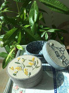 Atelier Muguet - Cartonnage- Carton Box, Embroidery Motifs, Hat Boxes, Pretty Box, Craft Bags, Pendant Design, Diy Box, Fabric Covered, Trinket Boxes
