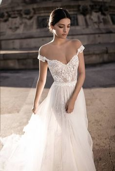 Off the shoulder wedding dress | Gali Karten 2017 Haute Couture Bridal | ElegantWedding.ca