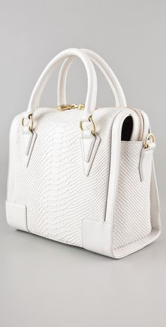 Pour La Victoire is becoming a HUGE fave. Usually not a fan of white bags, but this is absolutely GORGE!!!