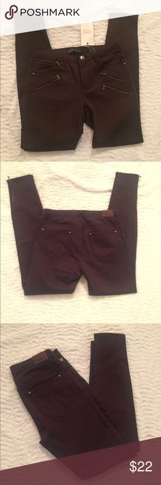 NWT Zara Jeans Brown Size 8 NWT Brown jeans from Zara! Cute zipper accents on the side she small zip at ankle  Size 8  Will accept offers!! Zara Jeans Skinny