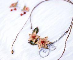 Conjunto collar y pendientes de macrame. Estilo de por EleguaArt
