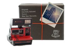 Polaroid Camera Package including a vintage Polaroid 600 camera, a pack of new Polaroid Originals film, manual, photo tips and a one year warranty. Vintage Polaroid, Vintage Cameras, Lomography Instant, Kylie Jenner, Polaroid Original, Close Up Lens, Polaroid Camera, Polaroid Pictures, Instant Camera