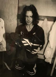 Eddie Vedder -pendulumthrows: Photo by Lance Mercer Pearl Jam Posters, Jeff Ament, Matt Cameron, Grateful Dead Music, Grunge Guys, 90s Grunge, Pearl Jam Eddie Vedder, The Jam Band, The Black Keys