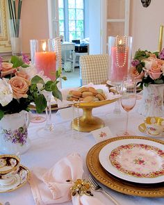 Vintage brunch table setting | Using mis-matched china in your tablescapes | #Designthusiasm