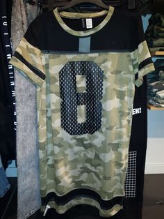 Fashion Snoops Clean Sports H&M/London ((02/16))