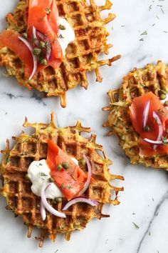 These Vegetable Latkes are made with shredded potatoes and a mix of carrots, zucchini and bell pepper, cooked in a waffle iron so there's no need to fry! Ww Recipes, Brunch Recipes, Vegetarian Recipes, Cooking Recipes, Skinnytaste Recipes, Skinny Recipes, Healthy Dishes, Veggie Dishes, Waffle Iron Recipes