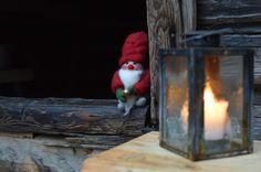 Luukku 6: Itsenäisyyspäivä tänään on, on tontun olo huoleton. Nyt juhlitaan Turkansaaressa, on adventtivieraita tulossa. Päivä alkaa tonttukierroksella, sitten jatketaan hartaudella. Katsotaan tiernapoikia reippaita, ei unohdeta joululauluja kauniita.