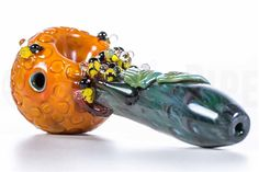 The Empire Glassworks Honey Pot Glass Spoon Pipe is the large size of the honey pot glass pipe. The small size is 4 inch long, but this glass pipe is 6 inch long and adorned with adorable little bees on its honey pot bowl. Glass Pipes For Sale, Glass Pipes And Bongs, Glass Spoon Pipes, Glass Water Pipes, Crazy Bongs, Old Gregg, Bubbler Pipe, Blown Glass Art