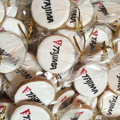 田島ルーフィングさんのクッキー Icing, Cookies, Desserts, Food, Crack Crackers, Tailgate Desserts, Deserts, Biscuits, Essen