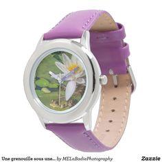 Une grenouille sous une fleur de nénuphar Smart Watch, Watches, Wristwatches, Flower, Animaux, Smartwatch, Wrist Watches, Tag Watches, Watch