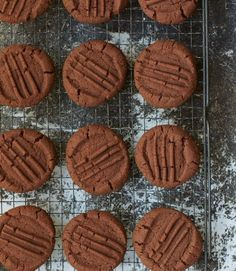 This is Nigella Lawson's recipe for simple chocolate biscuits, a melt-in-the-mouth bite, that's perfect for afternoon tea Chocolate Biscuit Recipe, Easy Biscuit Recipe, Chocolate Biscuits, Chocolate Recipes, Chocolate Chip Cookies, Easy Biscuits, Tea Cakes, Nigella Lawson Cookies, Nigella Lawson Desserts