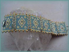 beaded bracelets! several nice free tutorials