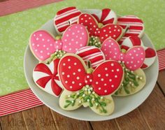 Christmas Mistletoe Cookies with Klickitat Street {Guest Post} Great sugar cookie and icing recipes