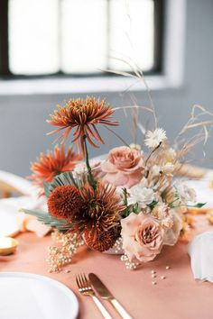 Wedding Flower Arrangements Contemporary Coral Wedding Inspiration at Black Hall Fiskars Village - Did anyone else jump for joy when Pantone announced that the color of 2019 would be Living Coral? If you did, you'll love this slice of wedding inspiration. Unique Centerpieces, Wedding Table Centerpieces, Wedding Flower Arrangements, Floral Arrangements, Wedding Decorations, Centerpiece Ideas, Centerpiece Flowers, Centrepieces, Flower Table Decorations