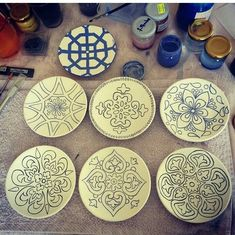 If you are looking for a cheap and creative way to add color and life into your interior, then look no further than ceramic plates. Rather than turning to expensive art pieces and portraits, you ca… Blue Pottery, Ceramic Pottery, Pottery Painting, Ceramic Painting, Expensive Art, Pottery Animals, Turkish Art, Turkish Plates, Sgraffito