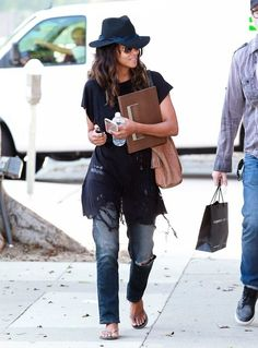 Nosee Rosee: FASHION PAUSE: Halle Berry