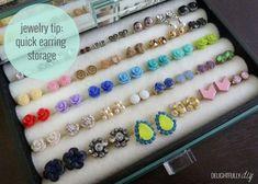 make a Christmas earring holder - Delightfully DIY: Quick Earring Storage Diy Earring Storage, Jewellery Storage, Jewellery Display, Makeup Storage, Diy Storage, Foam Crafts, Diy Crafts, Craft Foam, Diy Earrings