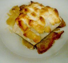 """A la hora de comer qué bien sienta un """"Bacalao al horno con gratinado de salsa ajoaceite"""", uno de los platos especiales de nuestro restaurante."""