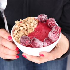 Hottest Pictures Recipe with Frozen Blackberries and ready for your Tropical Box Smoothies! Thoughts Whether creamy breakfast Drink or fruity refreshment among – Smoothies only generally go. Smoothie Bowl, Smoothies, Blackberry, Raspberry, Granola, Snacks Saludables, Mixed Drinks, Fruits And Vegetables, Fresh Fruit