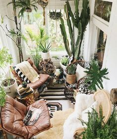 46 wonderful DIY indoor garden ideas to refresh your home refresh wonderful DIY indoor garden ideas to refresh your home refresh . refresh garden ideen indoor Bohemian interior design you need to know Hanging Plants, Indoor Plants, Indoor Plant Decor, Indoor Cactus, Interior Design Living Room, Living Room Decor, Interior Design Plants, Interior Livingroom, Interior Designing