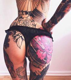Bate aquela vontade de morder cada tatuagem dela...