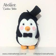 Bonequinho Pinguim. Pode ser parte de um buque com 5 unidades. Para encomendas escreva para: contato@cristinafontes.com.br Facebook ou Instagram: AtelierCristinaFontes