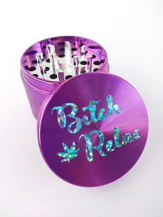 Holographic text on a purple brushed steel grinder set! Stainless steel, 4 piece set: *grinder *screen *pollen catchment tray *scraper *magnetic close lid to keep it secure. SHIPPING days to process order. You choose the shipping Ganja, 420 Girls, Weed Girls, Smoking Weed, Smoking Room, Puff And Pass, Pipes And Bongs, Smoke Shops, Stoner Girl