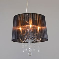 Kronleuchter Ann-Kathrin 3 chrom mit schwarzem Schirm Stilvolle Kombination aus Chrom, Glaskristall und Organza-Plissee #Kronleuchter #Innenbeleuchtung #Esstischlampe