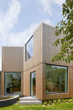 Vertical timber batons cover the exterior of the new structure, with a thin gap of shadow defining the horizontal split between the two storeys #houserenovation #newbuild #architecture #architecturaldesign House Cladding, Timber Cladding, Exterior Cladding, Wood Architecture, Residential Architecture, Edwardian Haus, Wood Staircase, London House, House Extensions